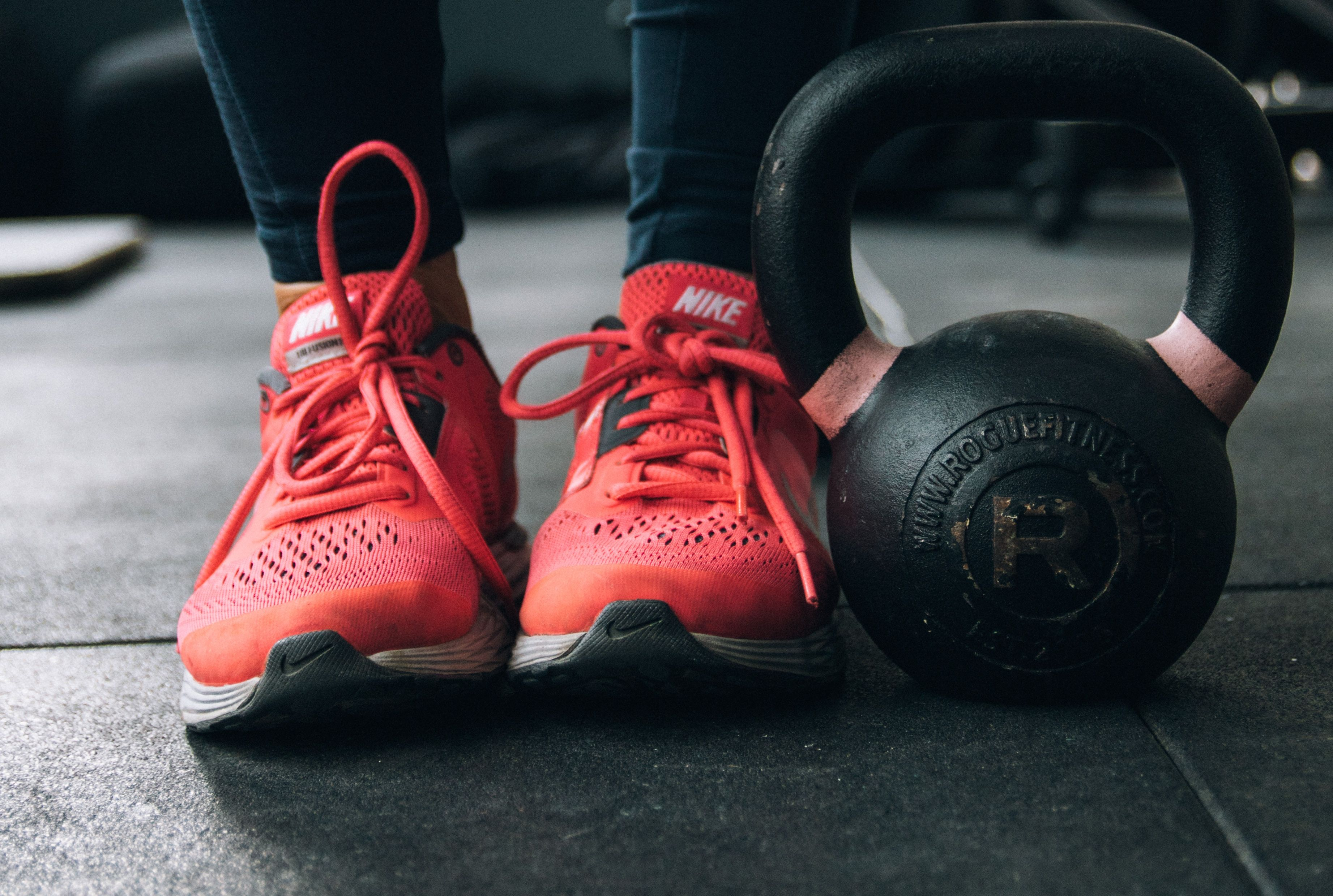 Entrenamiento deportivo, HIT, bajar de peso, deporte, gimnasio, nike, zapatillas de deporte. MediQuo, tu amigo médico, chat médico. Entrenador personal.