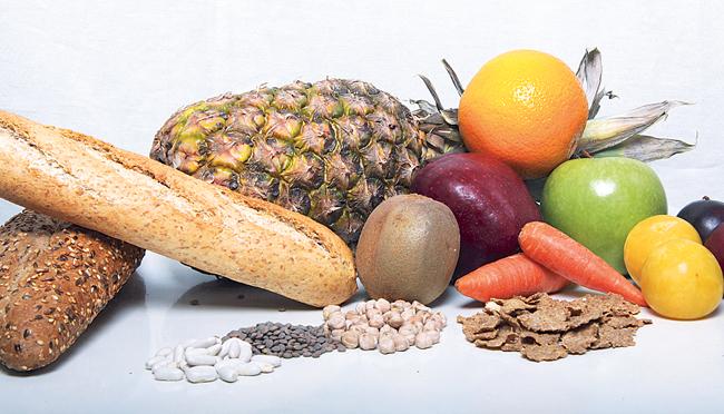 La lista de alimentos que debes y no comer para evitar el estreñimiento. MediQuo, tu amigo médico. Chat médico.