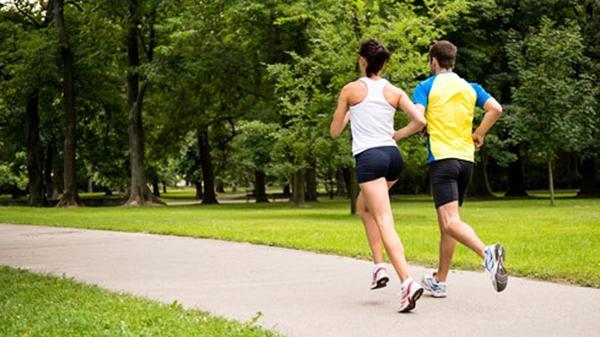 ejercicio físico. Consejos para Prevenir la muerte súbita en adultos. MediQuo, Tu amigo médico. Chat médico.