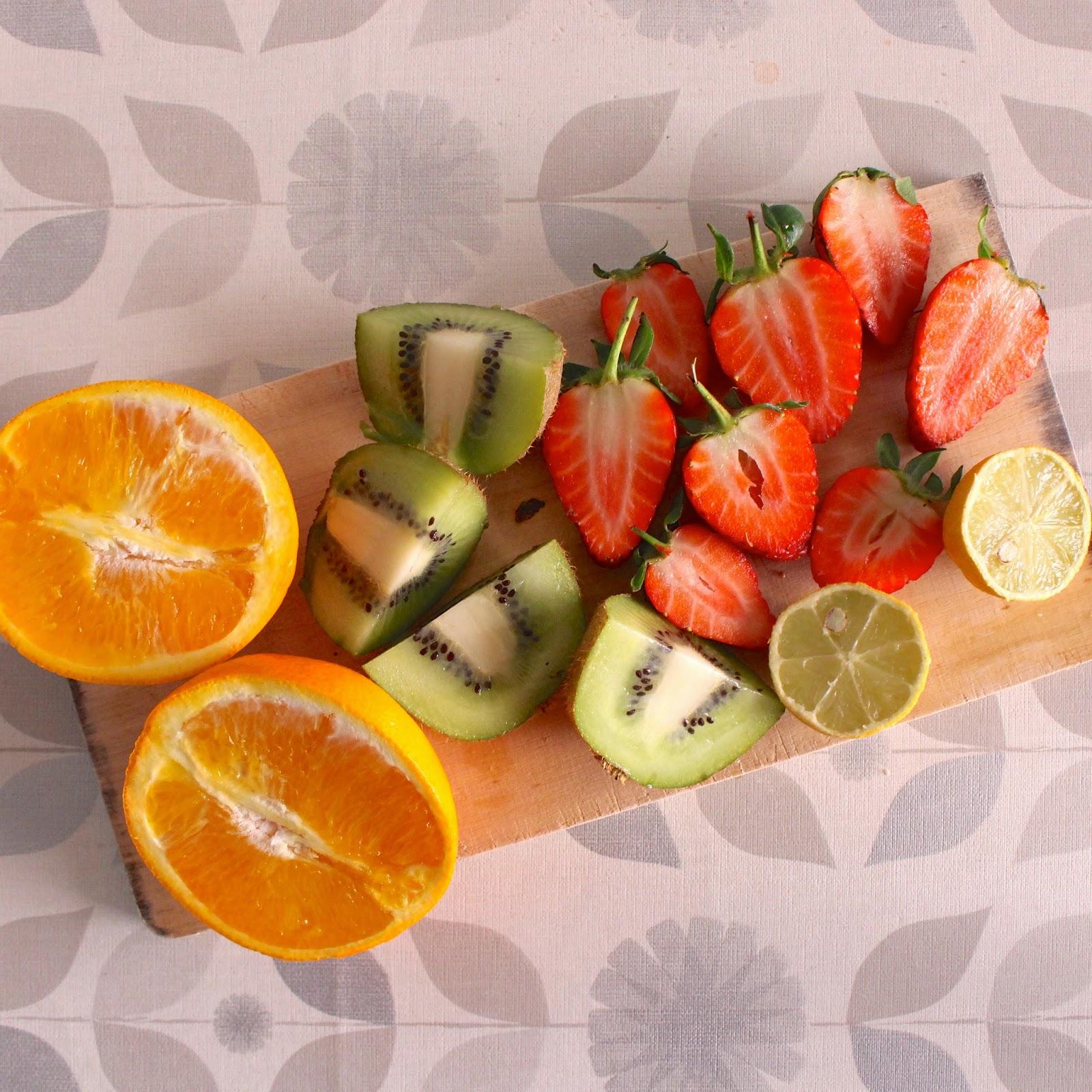 Alimentos que aumentan las plaquetas, kiwis, fresas, naranjas. Análisis de sangre, plaquetas altas, plaquetas bajas, qué significa. Mediquo, tu amigo médico. Chat médico.